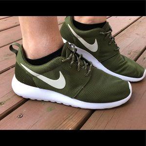Nike roshes. WOMENS 9